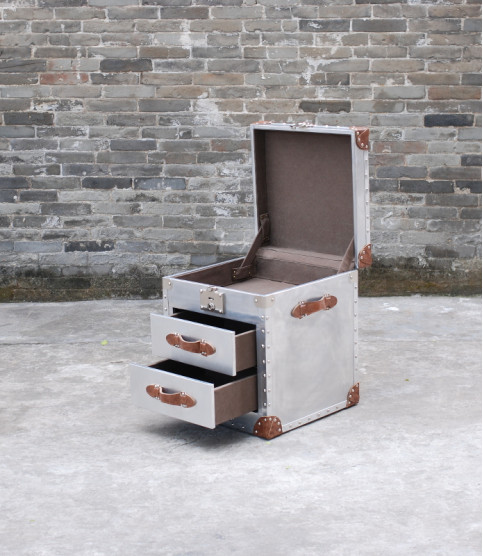 Grizzly 2 Aviator trunk side table - Coffee Tables - Meuble Aviateur